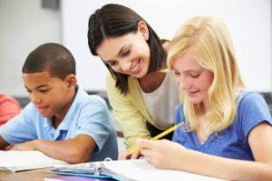une prof et deux élèves